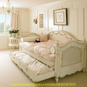 Daybed Bale-bale Sorong Cat Duco